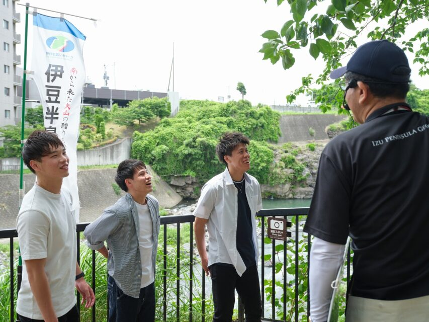 鮎壺の滝ガイドツアー談笑