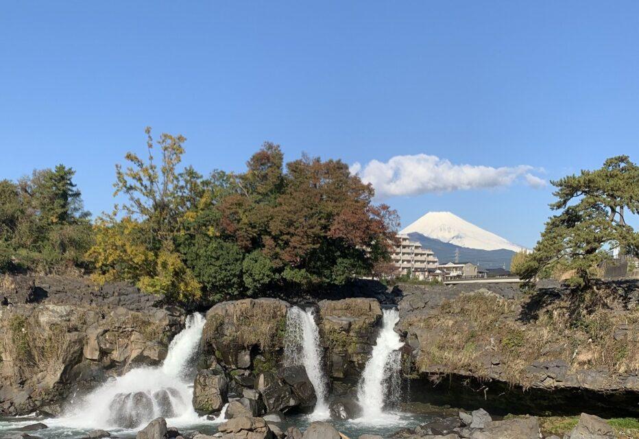 鮎壺の滝と富士山